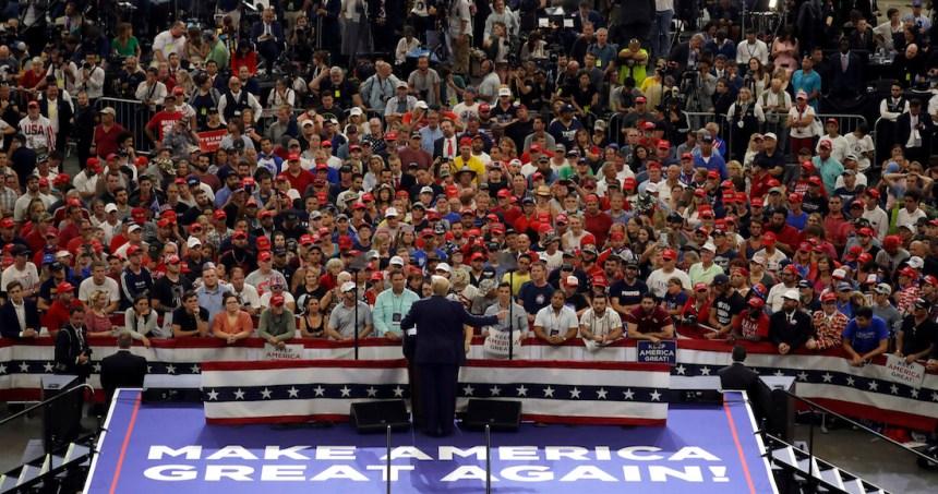 """trump 16 - Donald Trump lanza iniciativa contra popotes de papel por ser como """"las ideas liberales"""""""