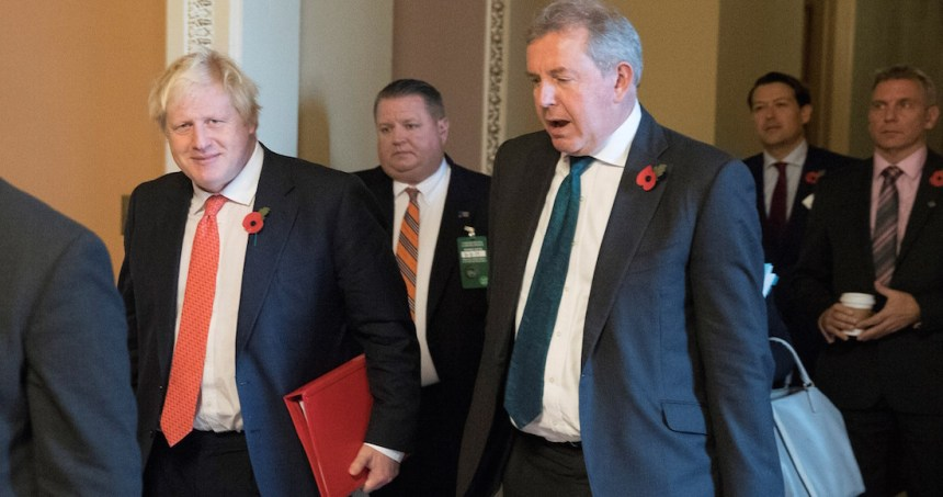 """embajador - Boris Johnson y Trump negociarán un """"ambicioso"""" acuerdo comercial, según portavoz de Londres"""