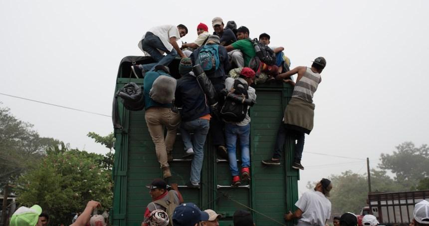 """oim - """"Nos han dejado aquí tirados"""", dicen migrantes devueltos de EU y abandonados en Monterrey"""