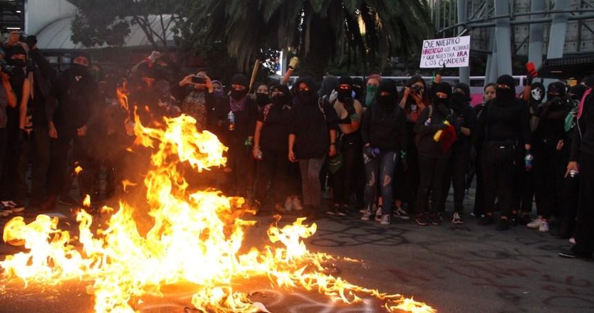 protesta 4 - Asistentes a protesta de mujeres y usuarios del Metro de la CdMx se enfrentan en estación Cuauhtémoc
