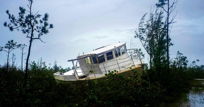 """0 - El huracán """"Dorian"""" recupera fuerza y sube a categoría 3; avanza hacia la costa este de Estados Unidos"""