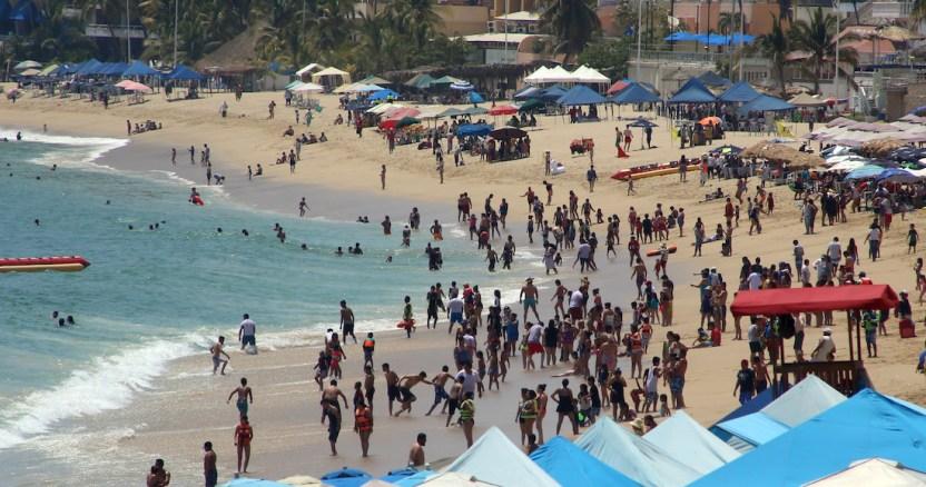 playas acapulco 6 - El agua entubada en escuelas de 28 estados llega con bacterias fecales, exhiben miles de análisis