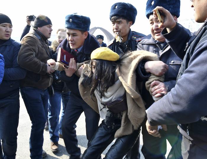 ap20068435800654 - Mujeres en el mundo marchan en el 8M con mensajes a favor de la igualdad y contra la violencia - #Noticias