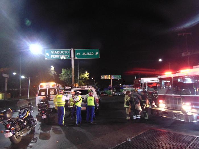 Los servicios de emergencia acudieron al lugar de los hechos. Foto: Carlos Vargas, SinEmbargo