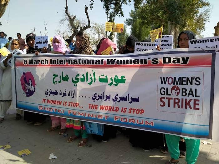 eslny4cxkaaucez - Mujeres en el mundo marchan en el 8M con mensajes a favor de la igualdad y contra la violencia - #Noticias