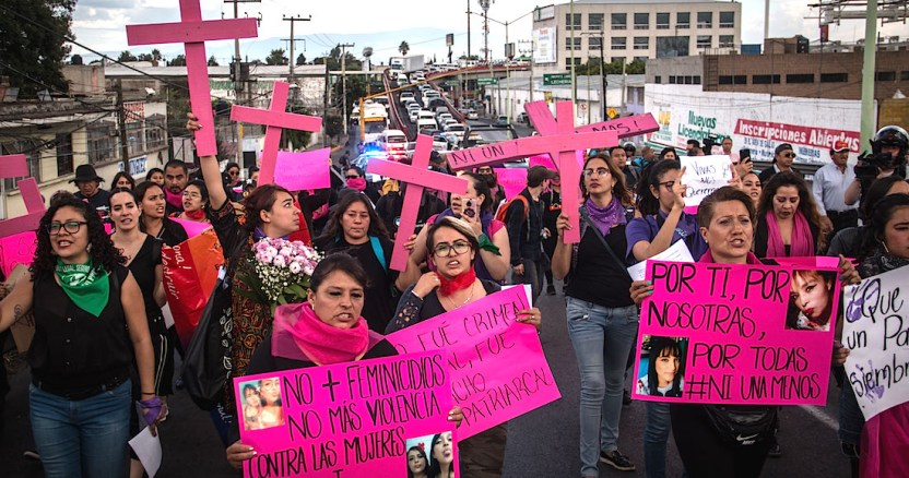 marcha contra feminicidios 10 1 2 - Mujeres en el mundo marchan en el 8M con mensajes a favor de la igualdad y contra la violencia - #Noticias