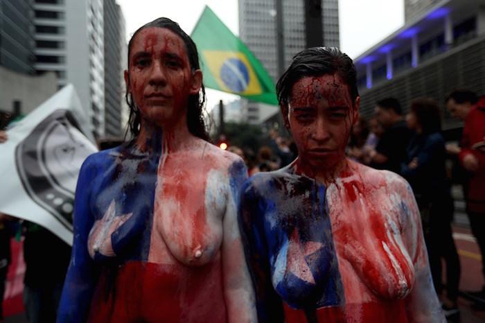 """mujeres brasil - Mujeres salen a defender sus derechos en Brasil; acusan a Bolsonaro de """"incentivar el machismo y la violencia"""" - #Noticias"""