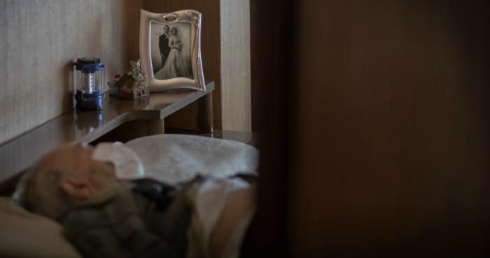 ancianos asilos espana - FOTOS: El COVID-19 despoja de las redes de seguridad social a los adultos mayores en España