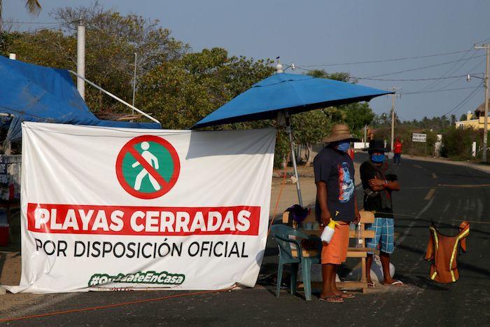 Pobladores de la comunidad de Barra de Coyuca instalaron un retén en la entrada de esta comunidad ubicada en la Costa Grande de Guerrero para evitar el contagio de COVID-19.