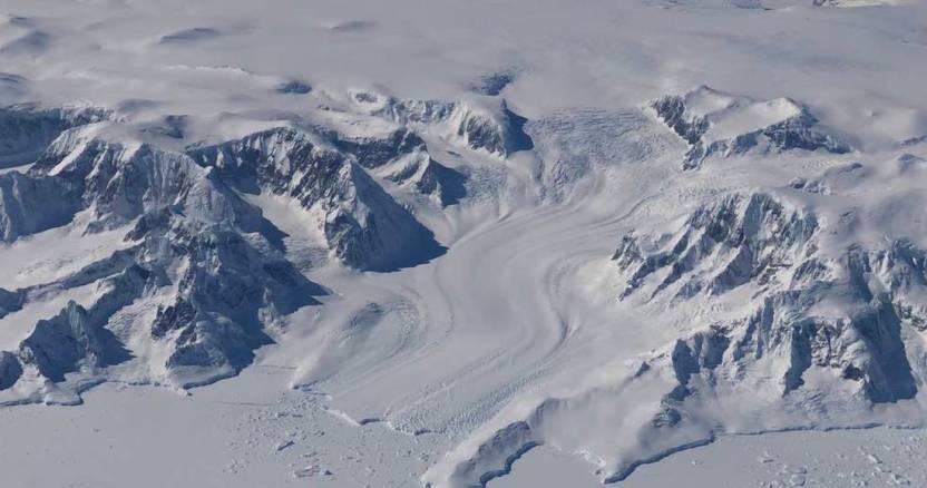 110918antarcticpeninsulaintobellingshausen - Científicos calculan que un iceberg del tamaño de Chicago, EU, se desprenderá en un mes de la Antártida