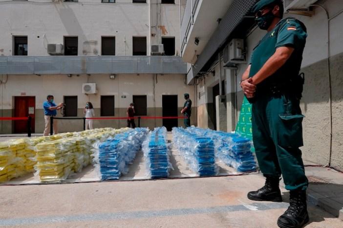 La Guardia Civil y la Policía Nacional informan de la operación antidrogas en España.