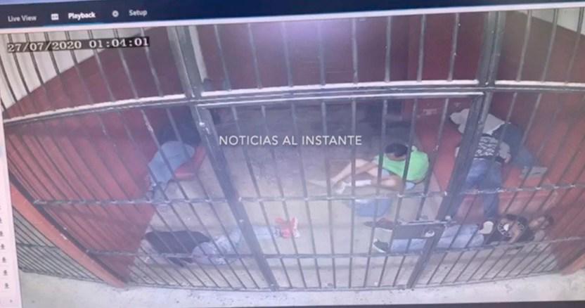 celda suicidio - VIDEO MUY FUERTE: Esperó a que el camión avanzara para arrojarse debajo de él. Ocurrió en la CdMx