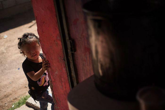 Una niña de Zacatecas vive en contexto de pobreza.
