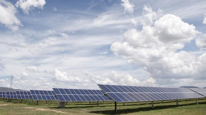 La energía solar genera más empleos que la basada en el carbón.