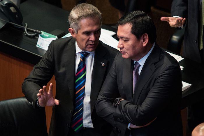Los senadores Miguel Ángel Mancera y Miguel Ángel Osorio Chong.