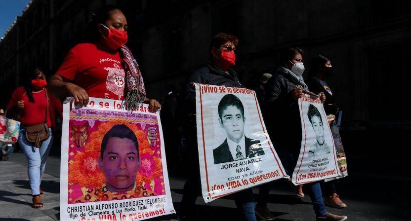 cuartoscuro 766995 digital - FUERTE VIDEO: Policías arrollan con un autobús a normalistas de Morelia; enfrentamiento deja 18 heridos