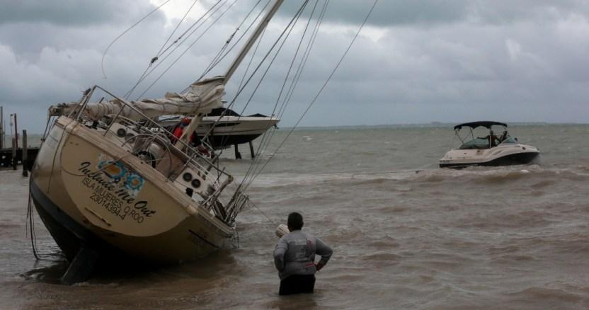 """lluvias2 - """"Gamma"""" provoca 4 muertes en Chiapas; Tabasco reporta un deceso y 600 mil afectados por las lluvias"""