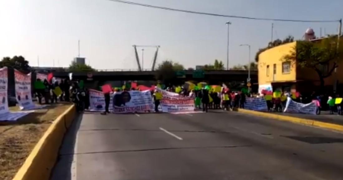 Comerciantes de la CdMx se manifestaron en contra de su líder Diana Sánchez Barrios. Foto: Twitter @OVIALCDMX