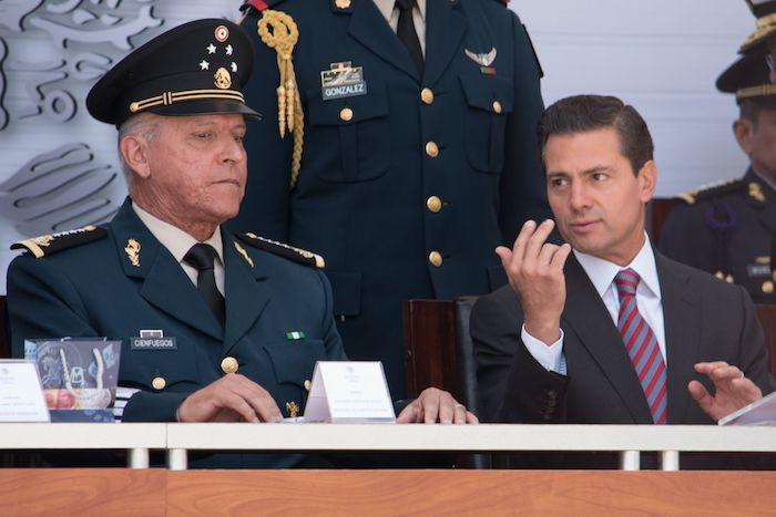 El entonces Presidente Enrique Peña Nieto y Salvador Cienfuegos Zepeda, su Secretario de Defensa.