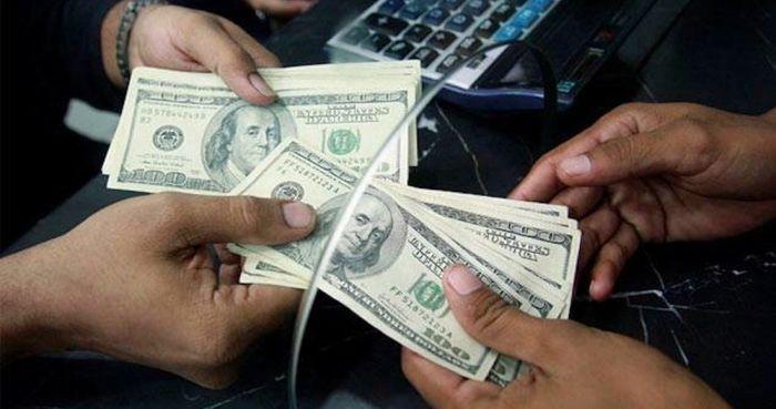 remesas-manos-ventanilla-dolares