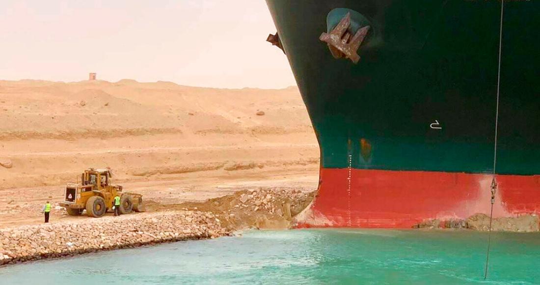 barco-encalla-canal-suez