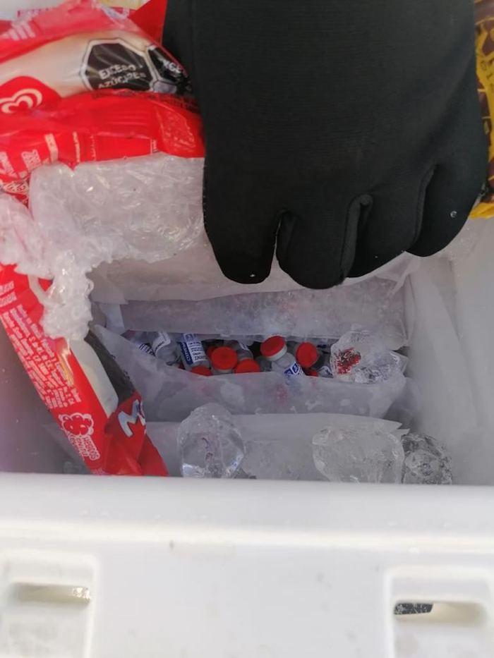 Venían entre hielos las dosis.
