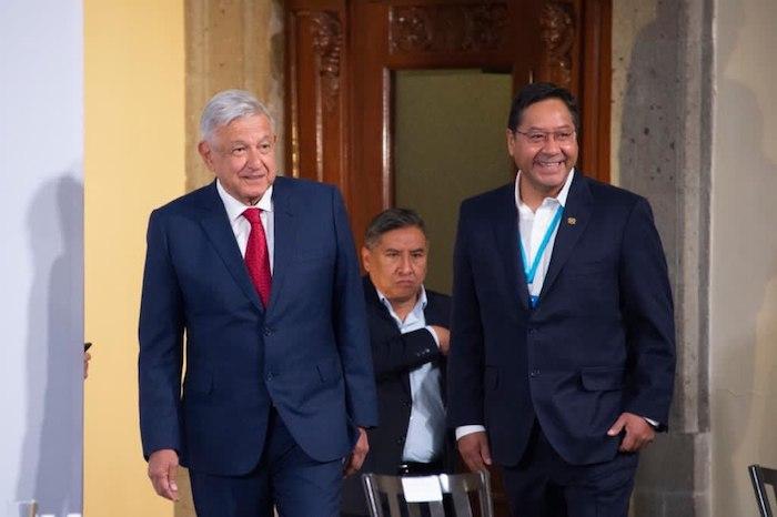 Andrés Manuel López Obrador y Luis Alberto Arce a su arribo al Salón Tesorería de Palacio Nacional.