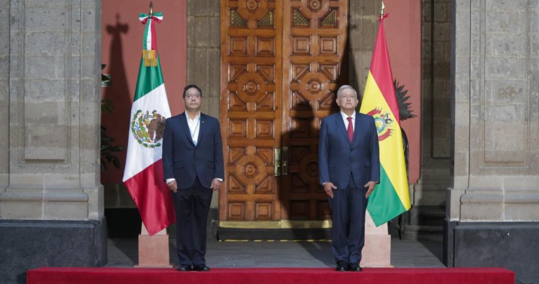 Luis Alberto Arce, Presidente de Bolivia, y el mandatario mexicano, Andrés Manuel López Obrador, en la ceremonia de bienvenida en Palacio Nacional.
