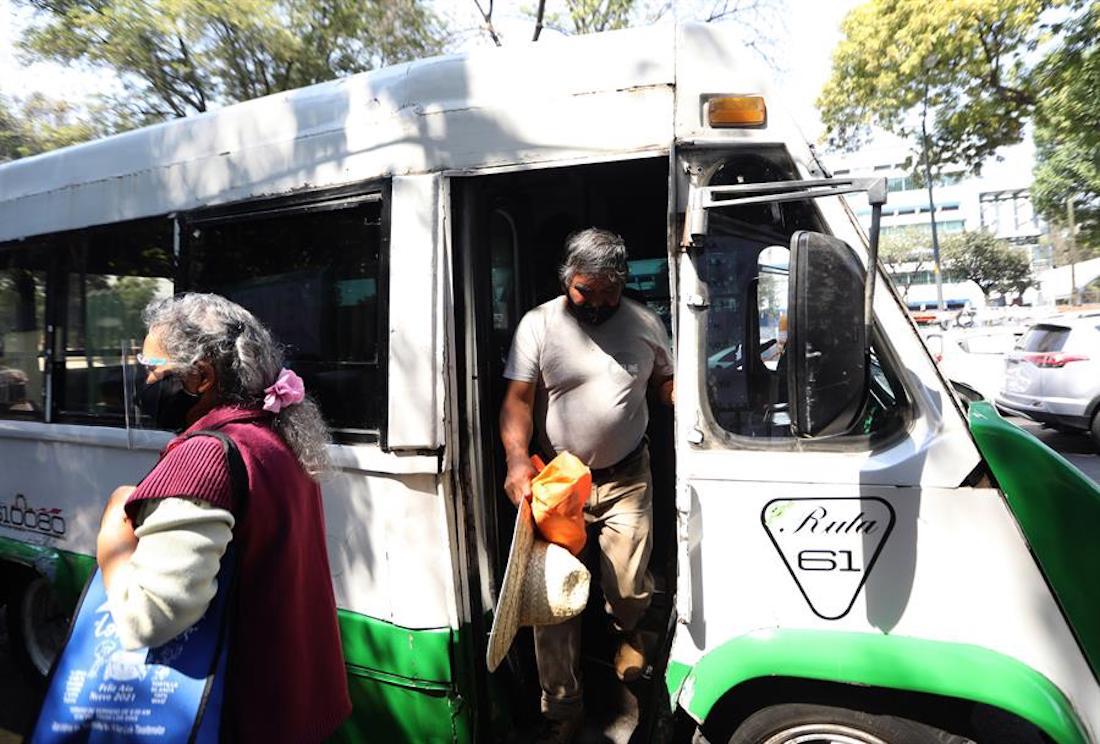 Xochimilco es una de las seis alcaldías de la CdMX en las que se vacuna a los adultos mayores. Foto: Sáshenka Gutiérrez, EFE