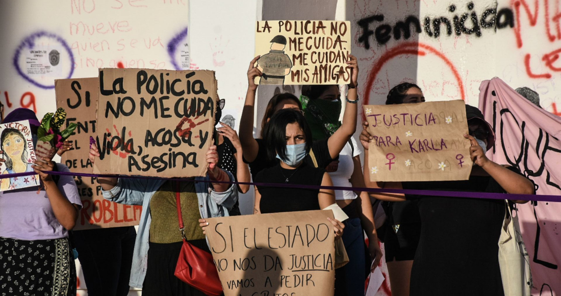 Mujeres exigen justicia por los feminicidios de Victoria Salazar, cuando era arrestada violentamente por policías; y por el asesinato de Karla, conductora de taxi brutalmente asesinada en Holbox.