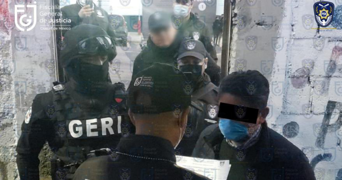 Momento de la detención de Edgar Oswaldo Tungüí Rodríguez, excomisionado para la Reconstrucción de la Ciudad de México.