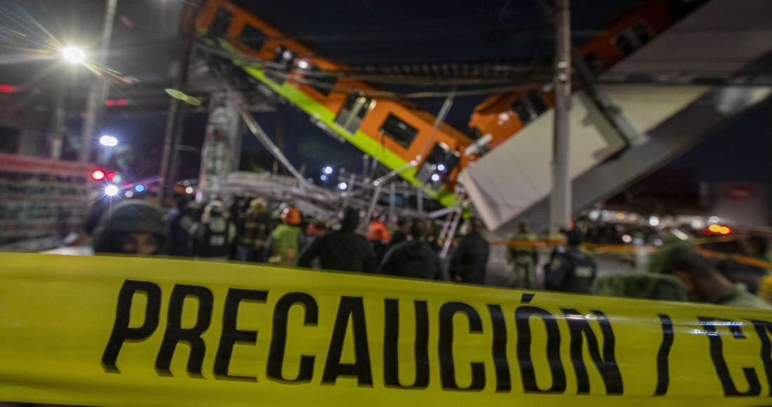 Imagen del 3 de mayo de 2021 del sitio donde colapsó la estructura de un tramo elevado del Metro de la Línea 12 causando el desplome de los vagones de un tren, en la Ciudad de México, capital de México.