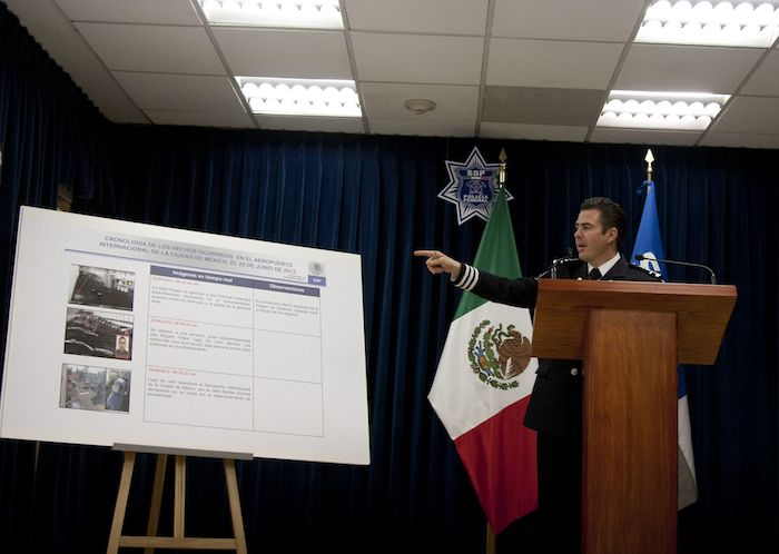 Conferencia en la que Cárdenas Palomino informó sobre la balacera en el Aeropuerto Foto: Adolfo Vladimir, Cuartoscuro.