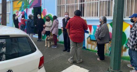 Fila para votar en la casilla 4448 de la Alcaldía Benito Juárez en la Ciudad de México.