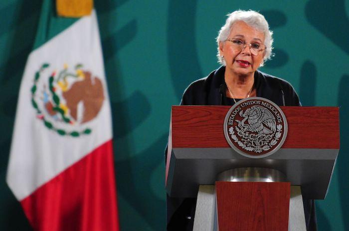 Olga Sánchez Cordero, entonces Secretaria de Gobernación, durante su participación en una conferencia del Presidente de México.