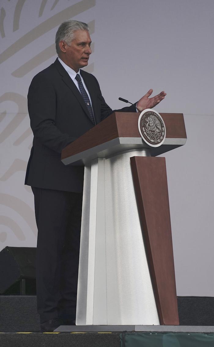 El Presidente cubano Miguel Díaz-Canel habla durante las celebraciones del Día de la Independencia de México en el Zócalo de la Ciudad de México, el jueves 16 de septiembre de 2021.