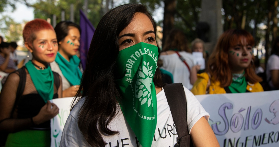 Fotografía de archivo en la que cientos de mujeres se manifiestan en la principales avenidas en la ciudad de Guadalajara, en el estado de Jalisco (México), para pedir la despenalización del aborto y un acceso libre a los servicios para la interrupción del embarazo.