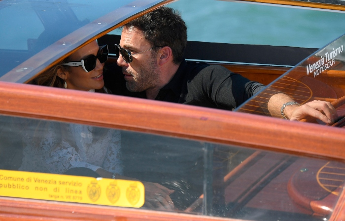 venecia afflecjlo - Ben Affleck y JLo sorprenden al llegar juntos al Festival de Cine de Venecia