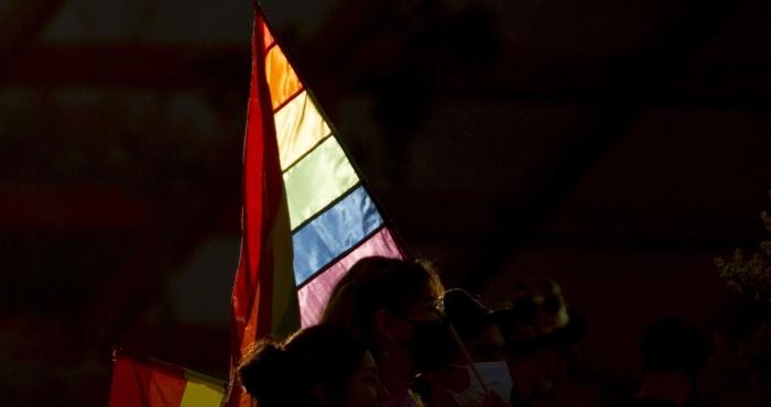 Una bandera de la comunidad LGBT.