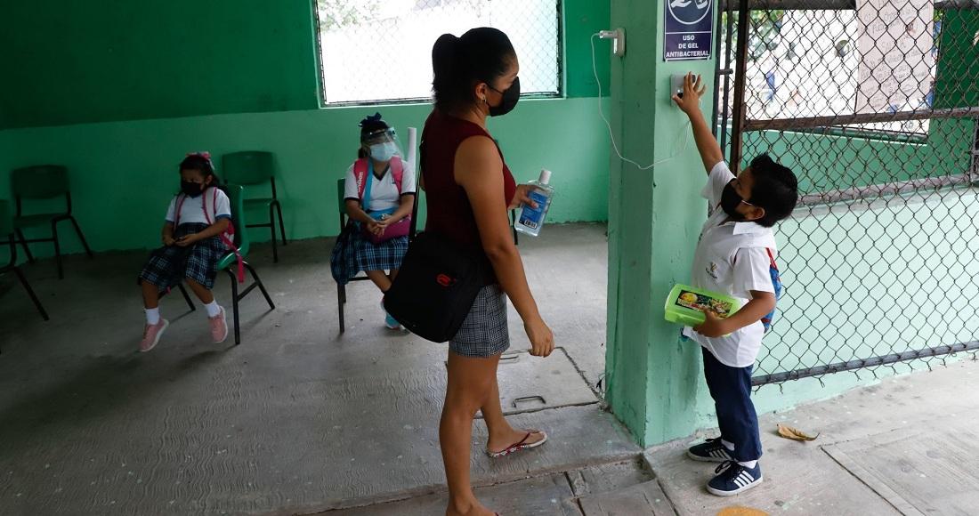 Escuelas en siete estados retoman clases presenciales y escalonadas este lunes