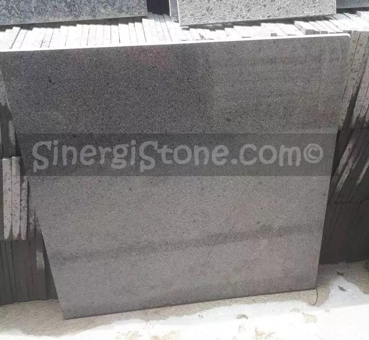 batu andesit lantai tipe polished produksi sinergi stone cirebon