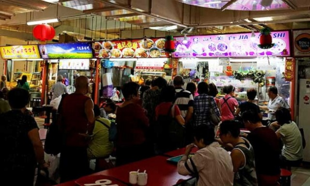 Eat-food-at-hawker-centers