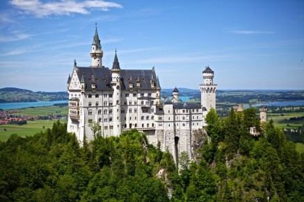 neuschwanstein-castle-germany-disney-40735-large