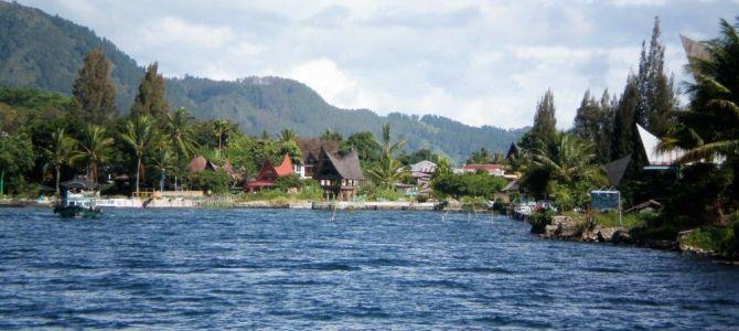 De Parapat a Medan en 5 escalas