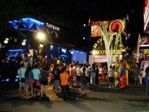 La bulliciosa noche en Kuta, Bali