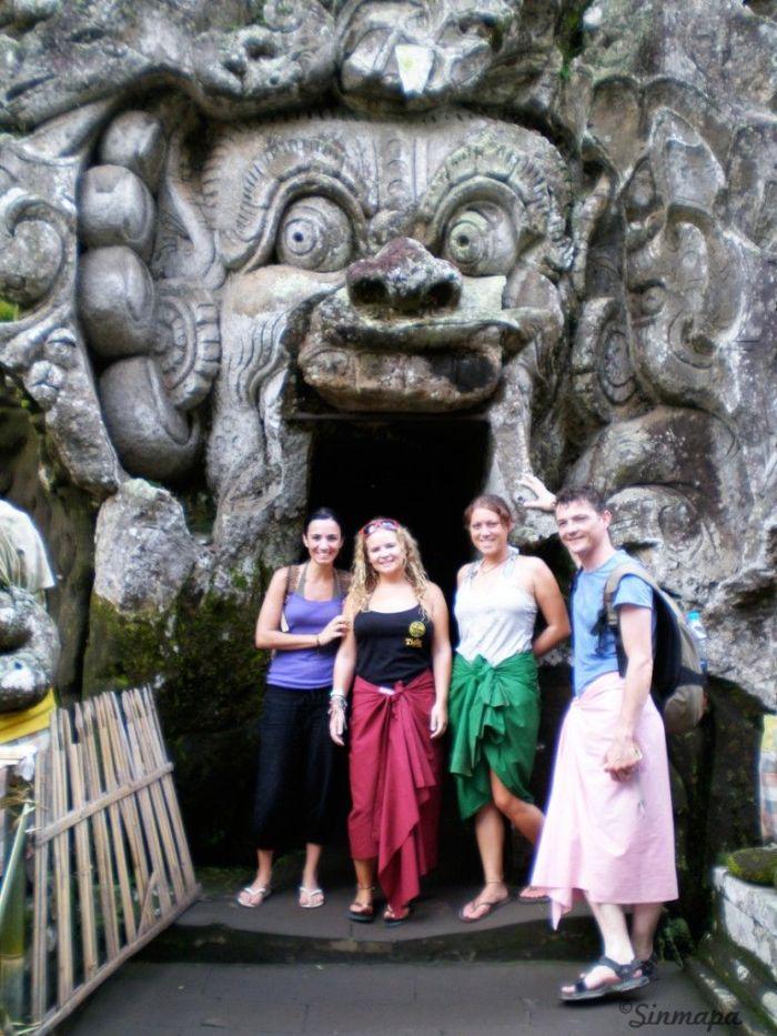 Entrada a la cueva de elefante en Ubud, Bali, Indonesia Sinmapa.net