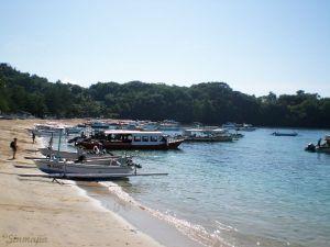 Playa principal en Padangbai, Bali, Indonesia