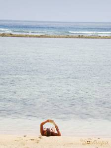 Leer en la playa - Gili Meno
