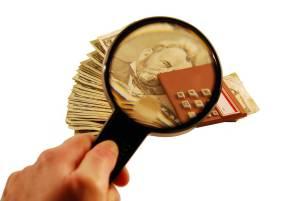 mira con lupa los gastos pequeños