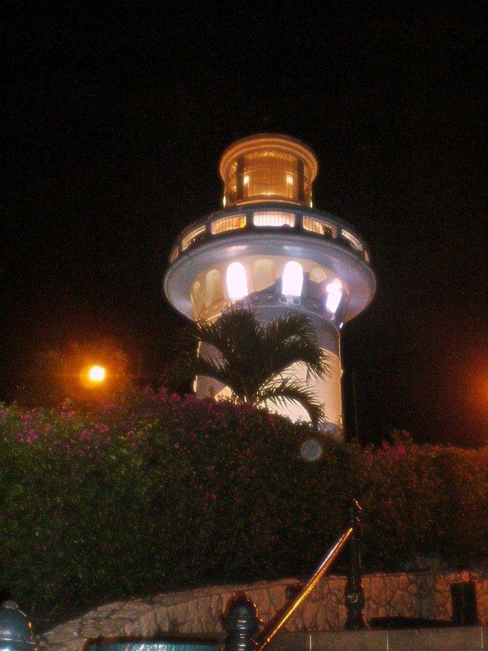 Faro en la cima del Cerro de Santa Ana en Guayaquil